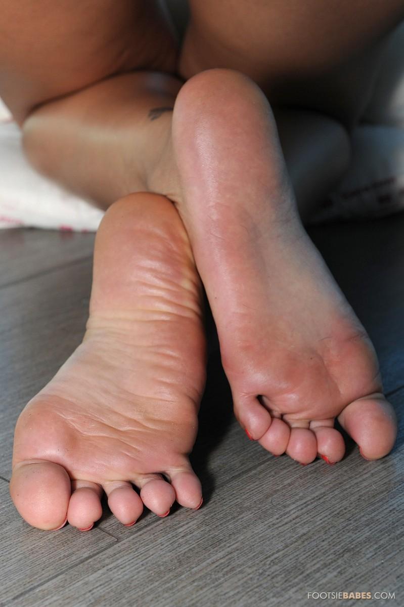 footsie porn