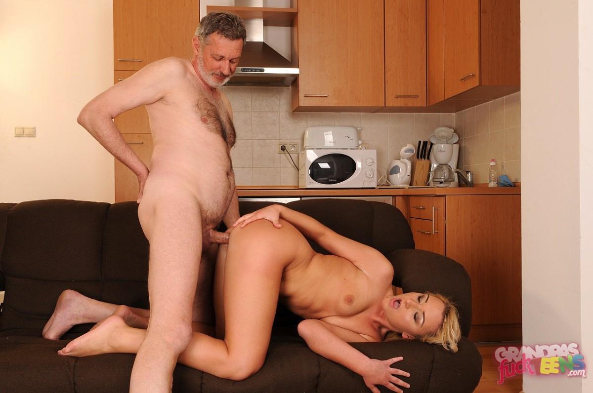Трахнул худую мать, Блондин завафлил и жестко трахнул свою худую мать 16 фотография