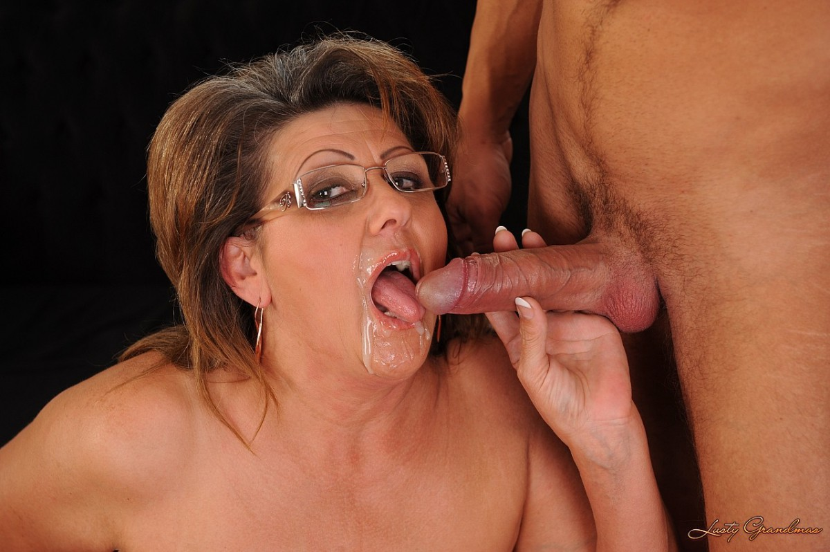 старой женщине в рот кончают