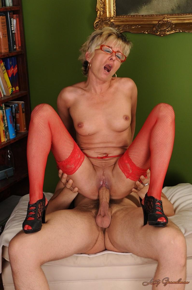 Секс с старой шлюхаи