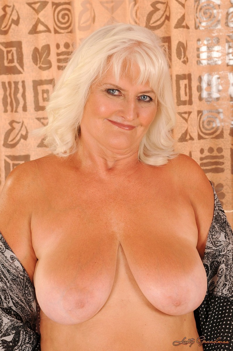 Oldnanny mature with big boobs masturbate with chubby granny 1
