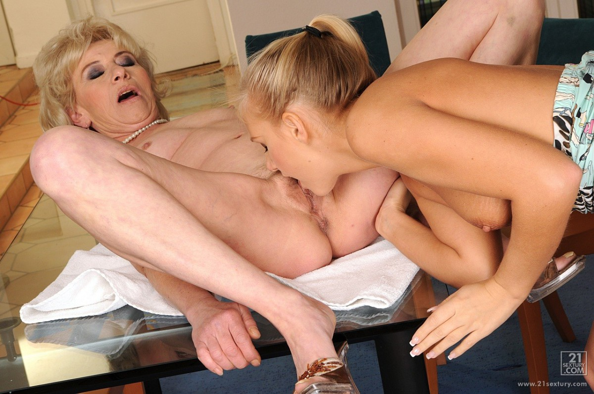 Старые и молодые лесбиянки смотреть онлайн 23 фотография