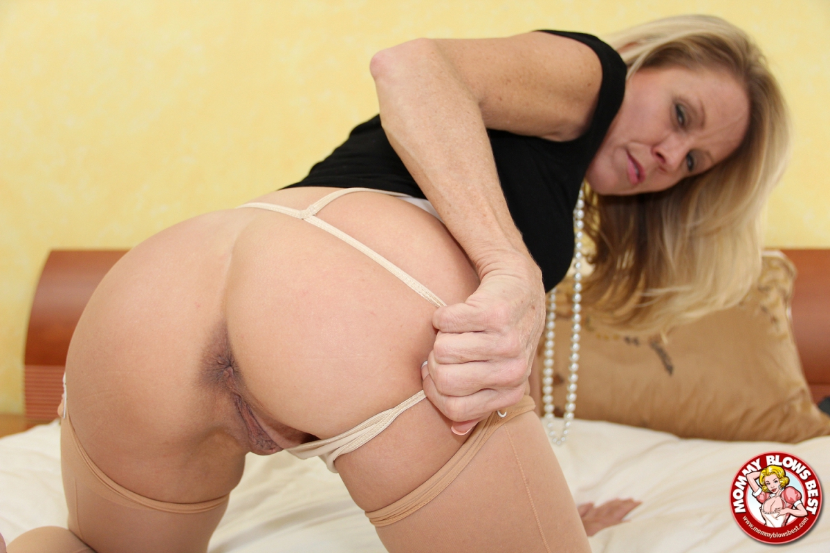 Nikki charm mommy blows best with