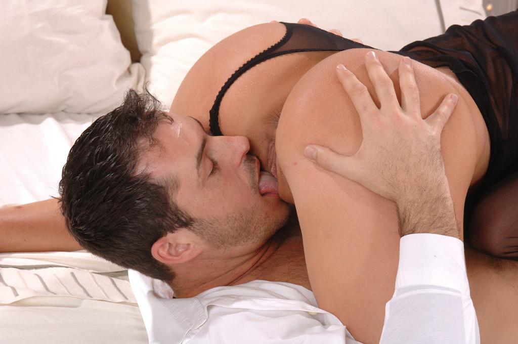Порно парень ласкает грудь девушки Это