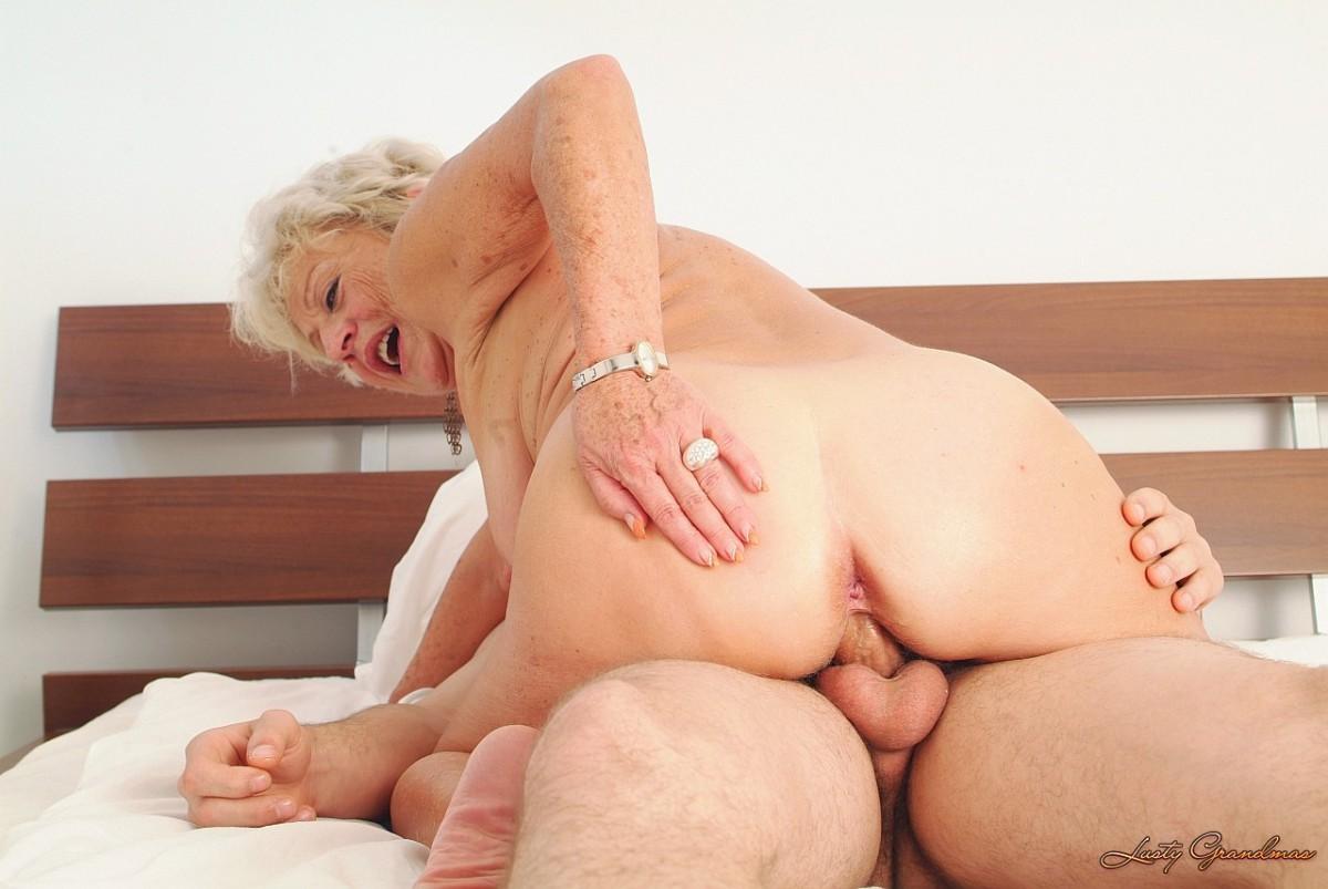 бесплатно секс бабушка и внук